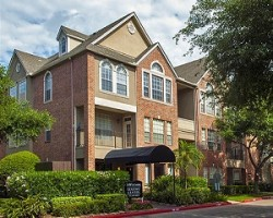 The Westmore at Bellaire Apartments